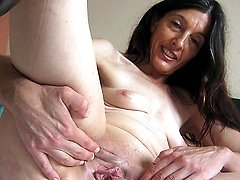 Horny mature Mercedes takes the hand on herself