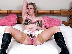 Blonde mature slut getting very wet on her bed